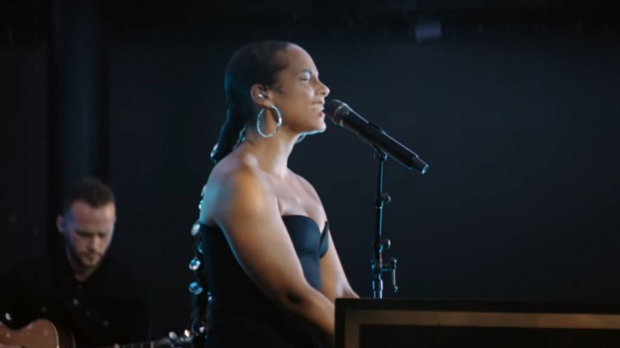 """Alicia Keys et Miguel jouent """"Show Me Love"""" en live !"""