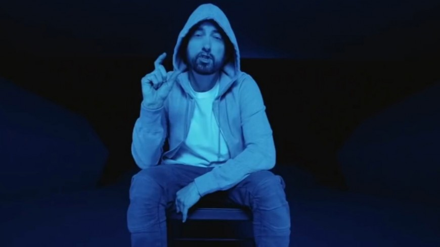 "Eminem se plonge dans le ""Darkness"""