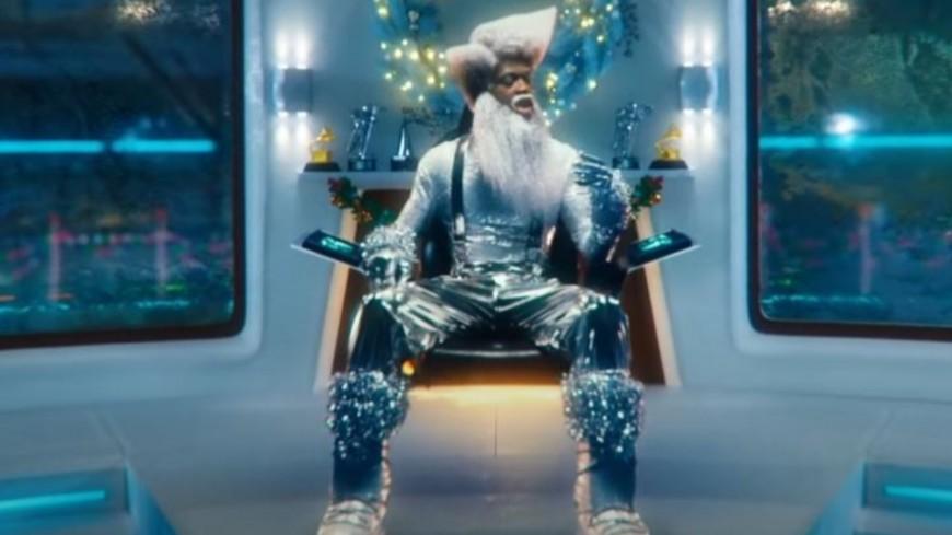 """Lil Nas X est en """"Holiday"""""""