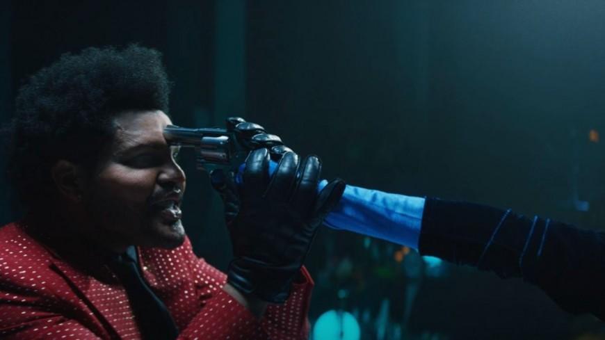 """The Weeknd se met de nouveau en scène dans """"Save Your Tears"""""""