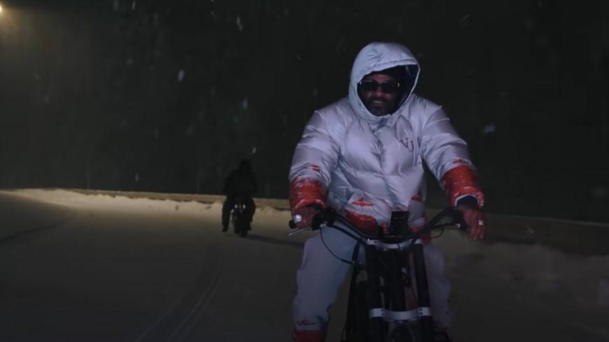 """Jim Jones sous la neige dans """"Lose Lose"""""""