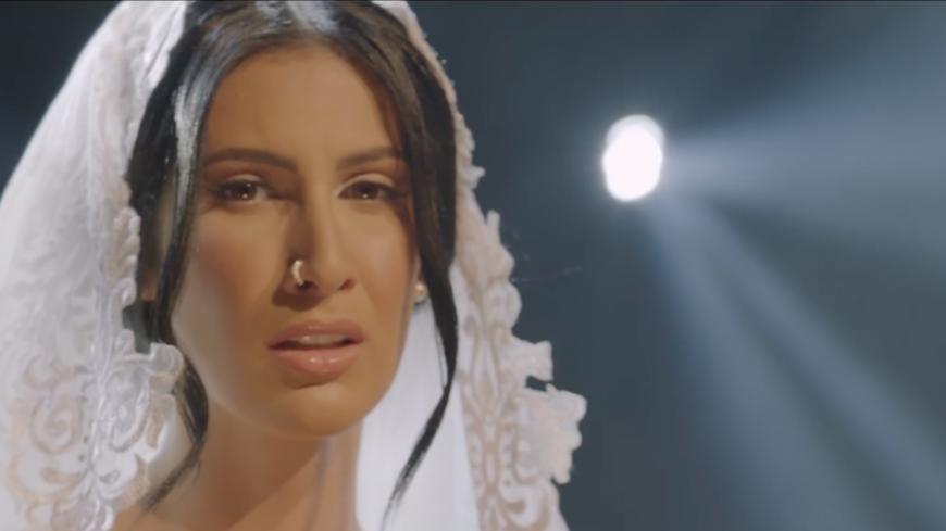 """Lyna Mahyem soutient les victimes de viol dans """"Purple"""""""