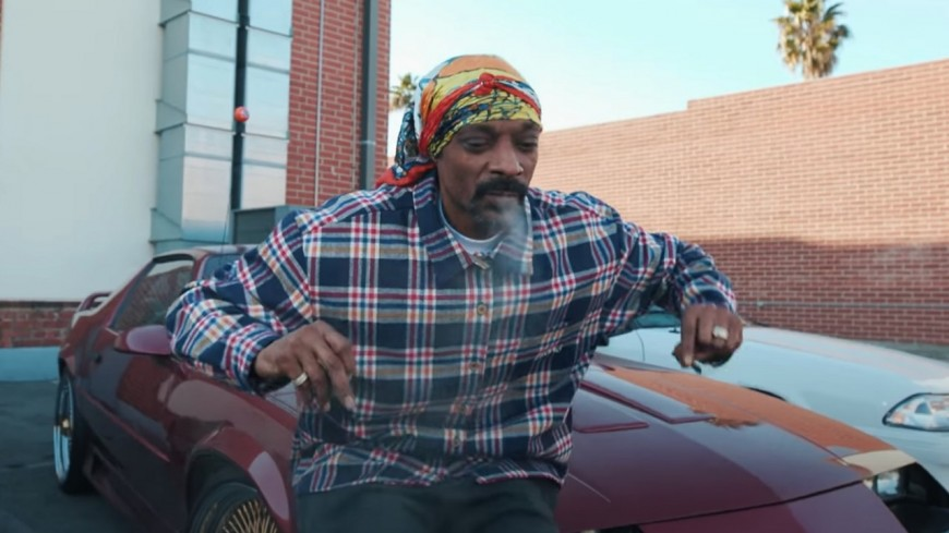 """Snoop Dogg à l'ancienne sur """"Roaches in my ashtray"""""""