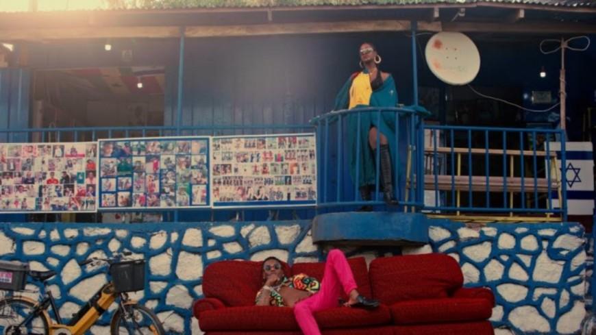 "Wizkid invite Tems pour ""Essence"""