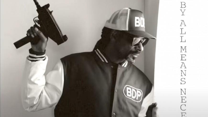 """Snoop Dogg rend hommage au rap dans """"Look Around"""""""