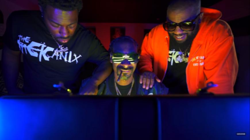 "SnoopDogg encore présent avec ""Gang Signs"""