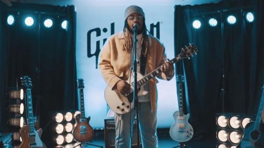 A2H balance le clip romantique  de ''Parle-moi'' en partenariat avec Gibson !