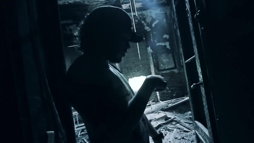 Numbers dans une baraque en ruine pour le clip ''Peace'' !